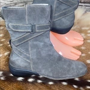 New Aerosoles Intune Gray Leather Suede Boots Sz 7